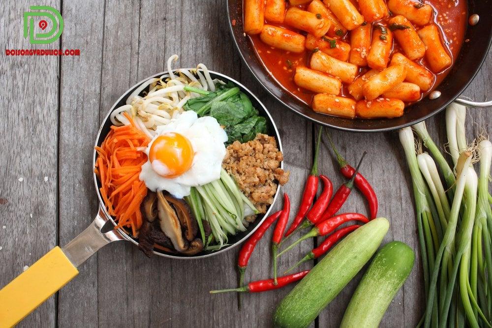 Bibimbap và bánh gạo Hàn Quốc
