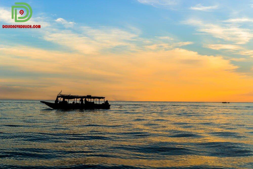 Bình minh ở biển hồ Campuchia