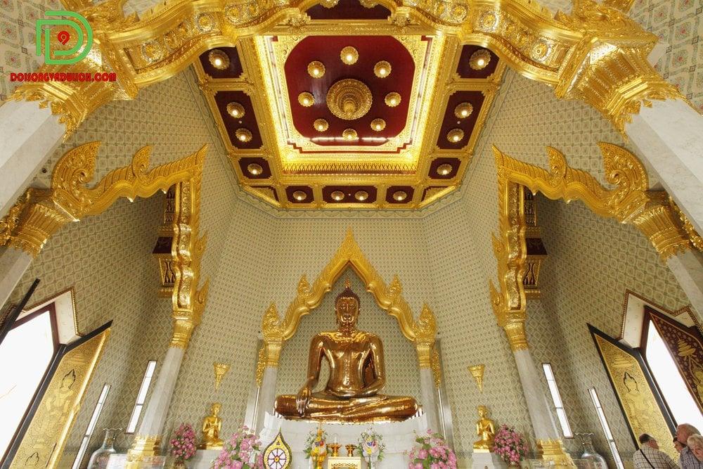 chánh điện chùa vàng Thái Lan