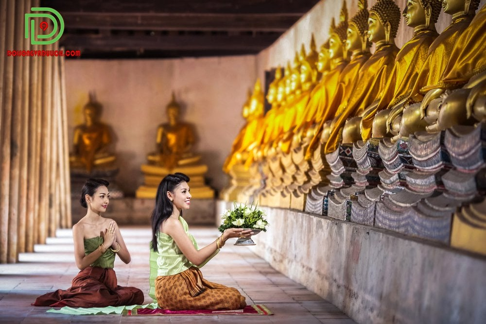 Lễ Phật ở chùa Wat Pho