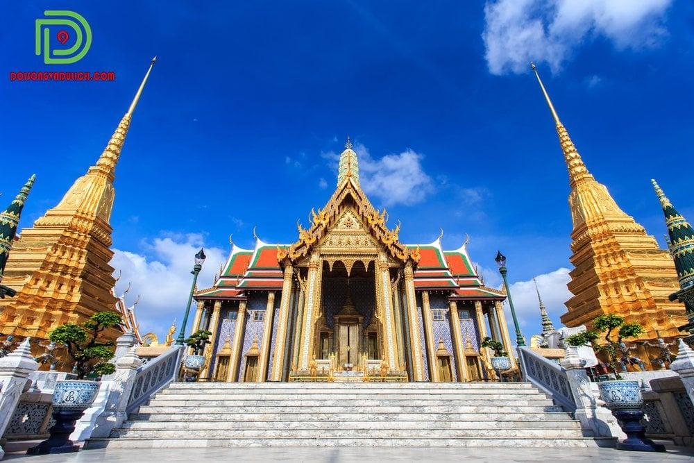 Lối lên chùa Chùa Phật Ngọc Wat Phra Kaew