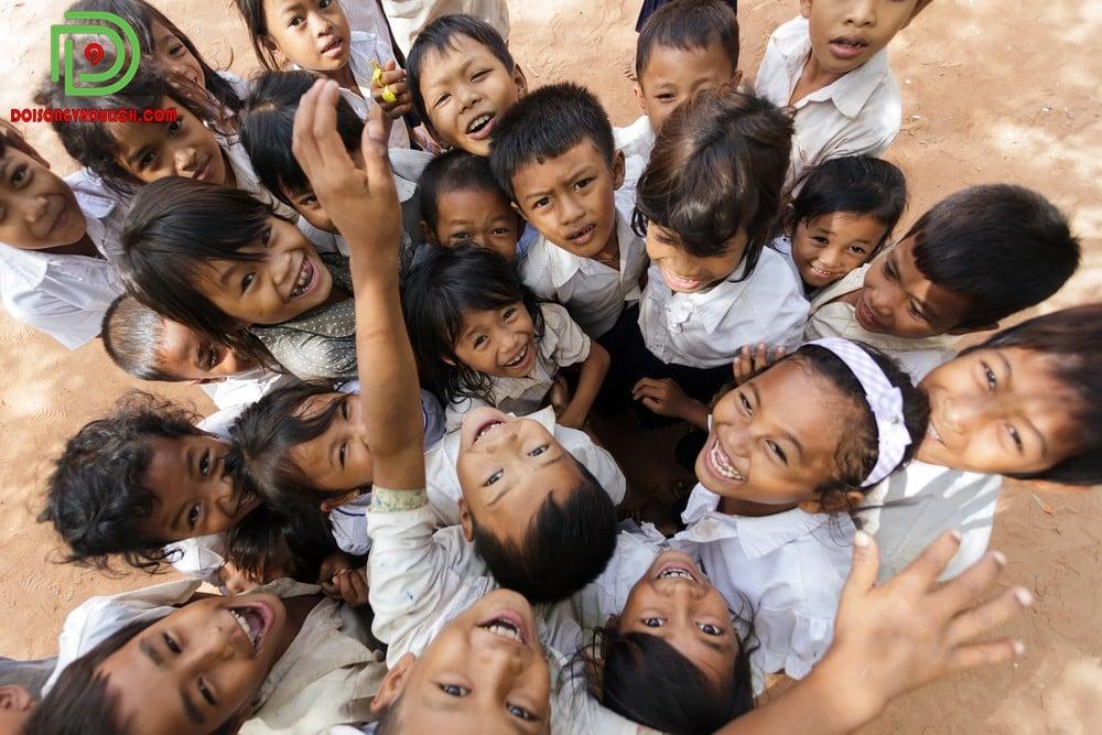 Nụ cười tỏa nắng của trẻ em Campuchia