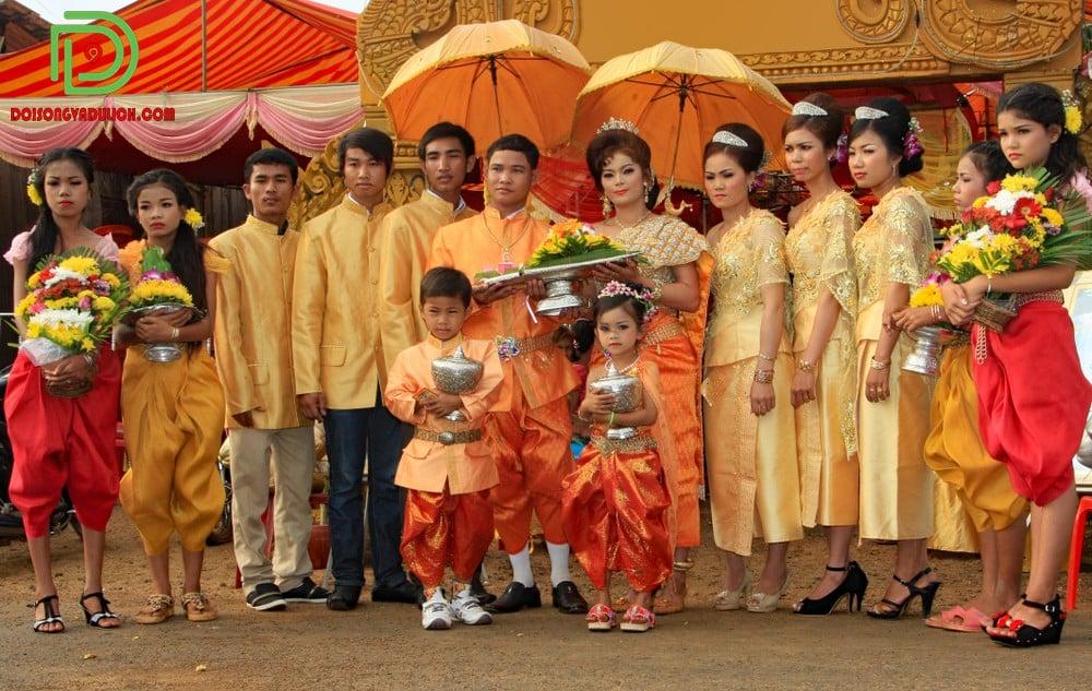 Trang phục truyền thống được mang ở một đám cưới
