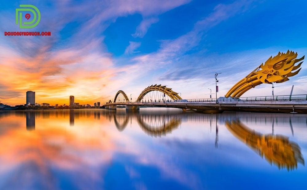 cầu rồng Đà Nẵng lúc hoàng hôn