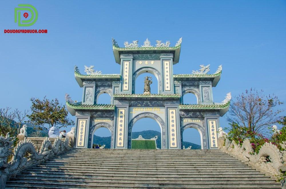 cổng chùa Linh Ứng