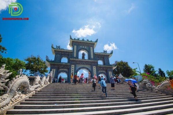 lối lên chùa Linh Ứng