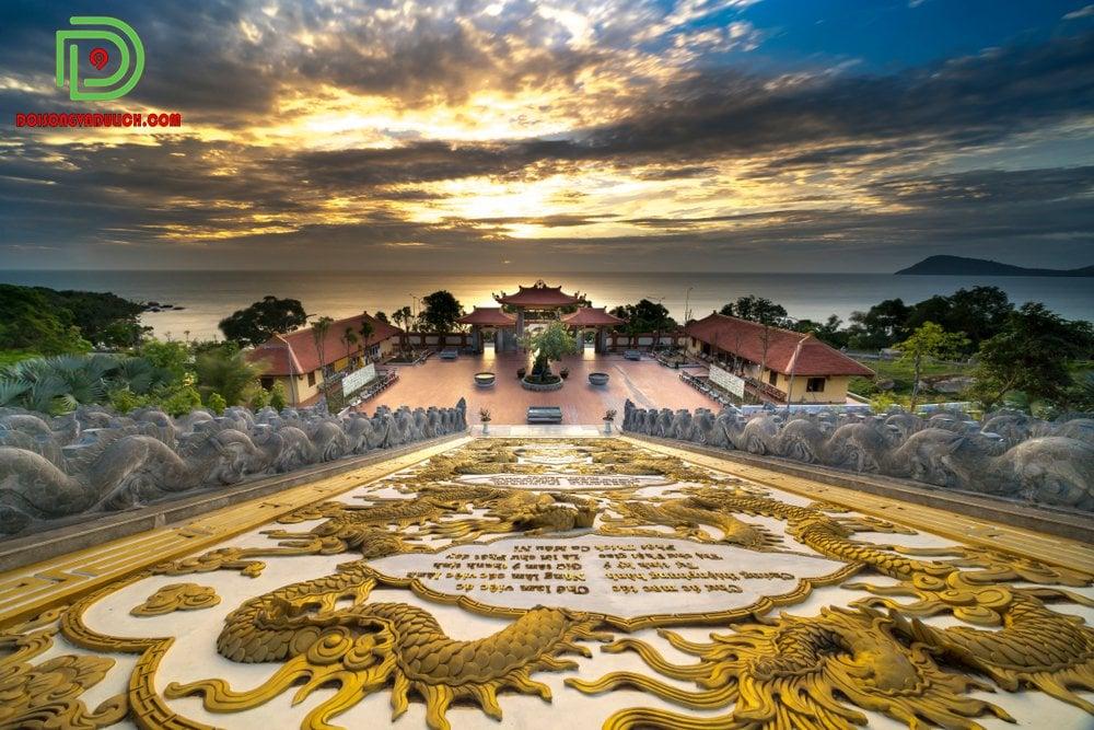 từ chùa Hộ Quốc nhìn ra biển