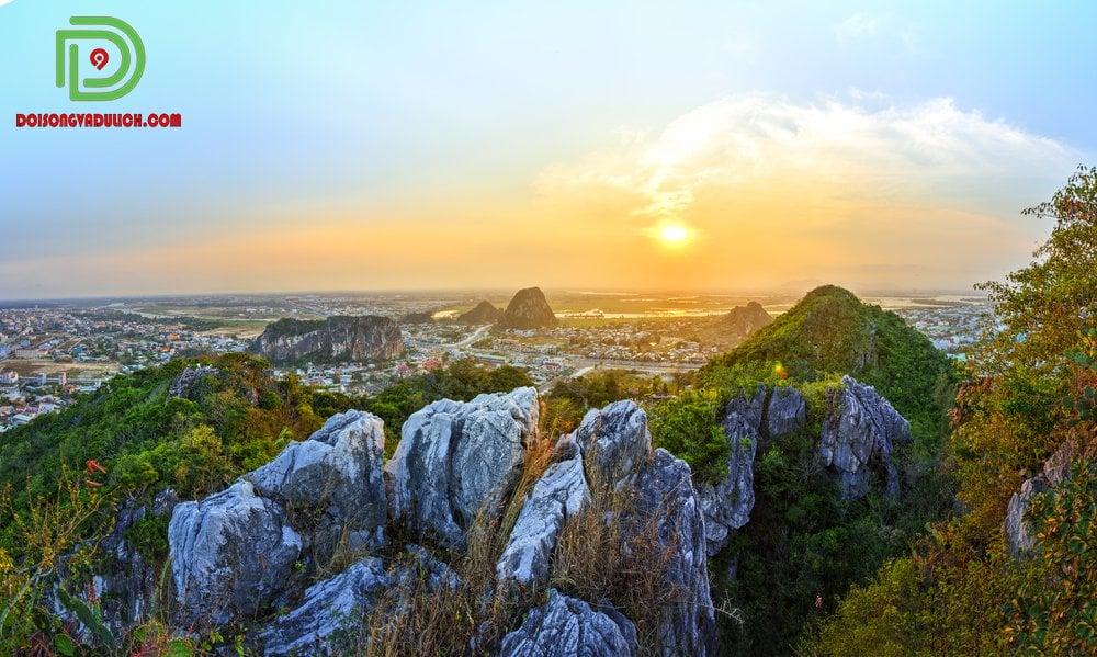 từ núi Ngũ Hành Sơn nhìn xuống Đà Nẵngtừ núi Ngũ Hành Sơn nhìn xuống Đà Nẵng