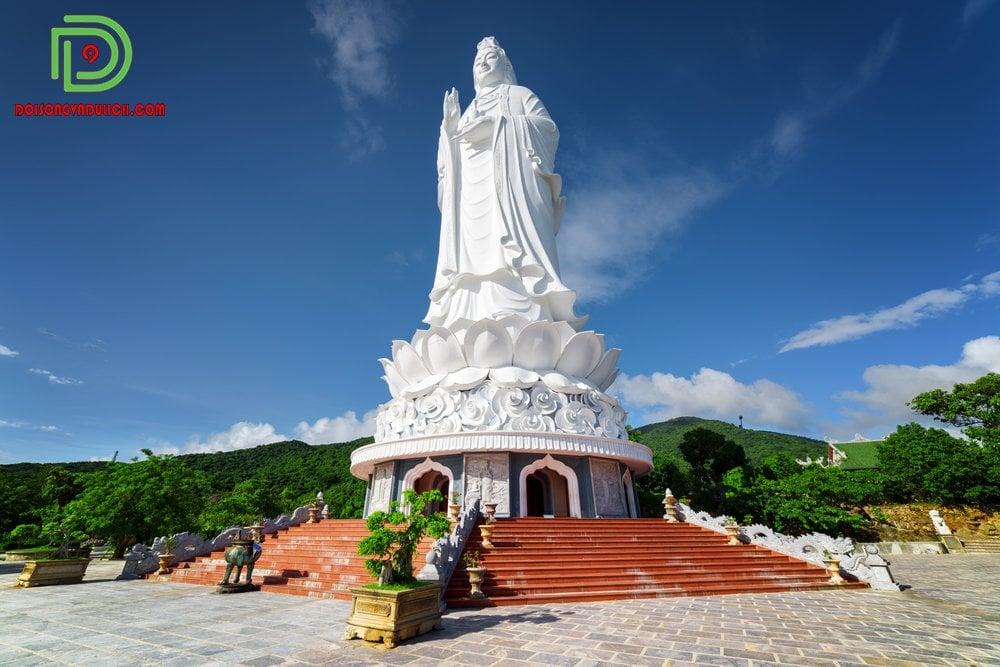 tượng Phật Quan Âm ở chùa Linh Ứng