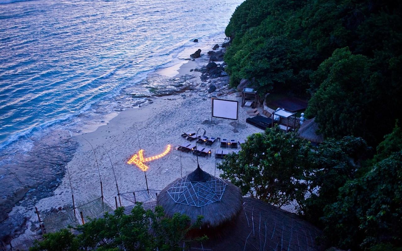 Một buổi chiếu phim lãng mạn bên bờ biển